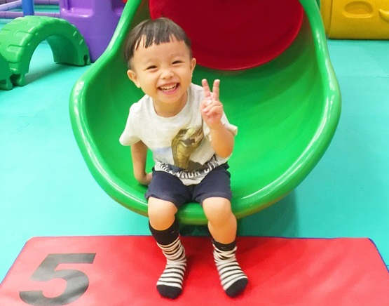 【3Y】邱吉吉3歲生日快樂:謝謝你總是不吝嗇的給我很多愛。 - 邱言言及邱吉吉生日紀錄 - 雨立今=霠